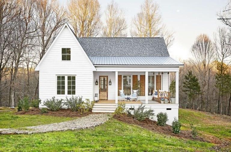 Fabulous White Farmhouse Design Ideas 28