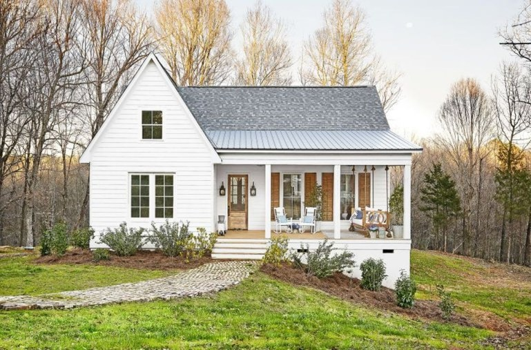 Fabulous White Farmhouse Design Ideas 28