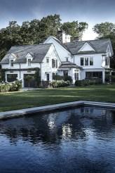 Fabulous White Farmhouse Design Ideas 33