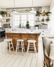 Fabulous White Farmhouse Design Ideas 40