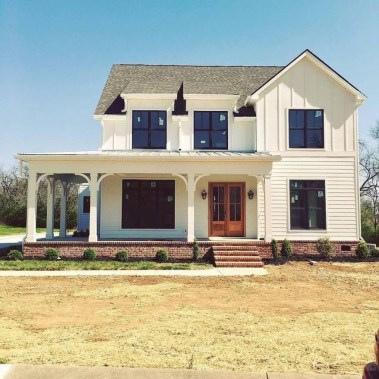 Fabulous White Farmhouse Design Ideas 47