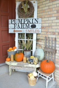 Fascinating Farmhouse Porch Decor Ideas 26