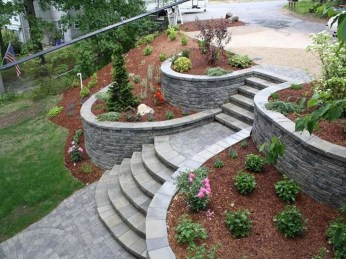 Gorgeous Front Yard Retaining Wall Ideas For Front House 08