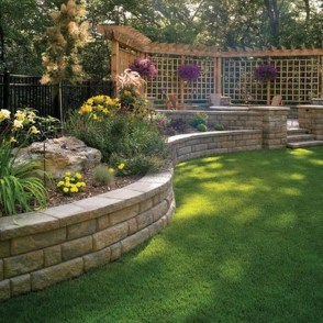 Gorgeous Front Yard Retaining Wall Ideas For Front House 30