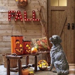 Incredible Autumn Decorating Ideas For Backyard 13