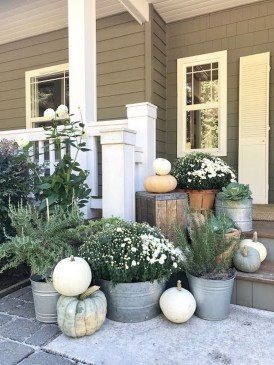 Incredible Autumn Decorating Ideas For Backyard 16