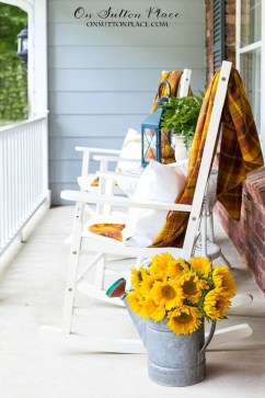 Incredible Autumn Decorating Ideas For Backyard 27