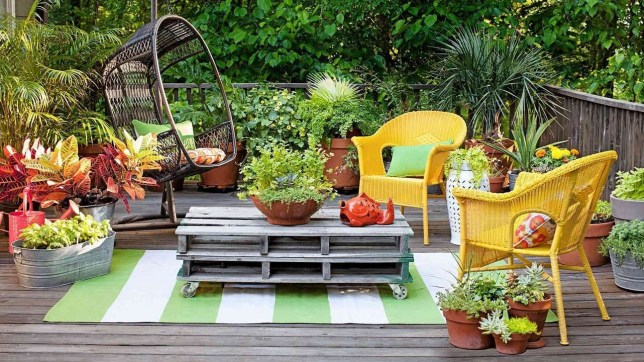 Incredible Autumn Decorating Ideas For Backyard 29