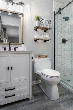 Popular Farmhouse Small Bathroom Decorating Ideas 37