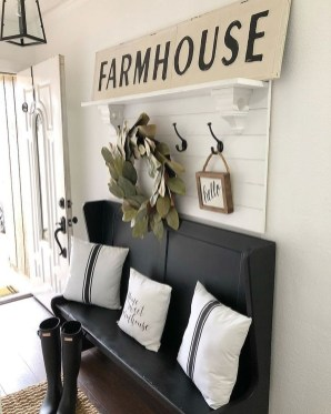 Popular Small Farmhouse Design Ideas To Style Up Your Home 48