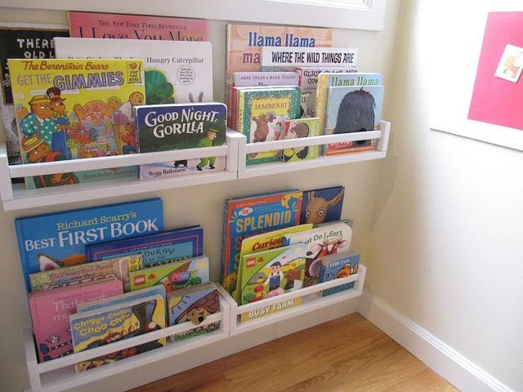 Cozy Bookcase Ideas For Kids Room 47