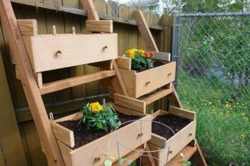 Unique Old Furniture Repurposing Ideas For Yard And Garden 01