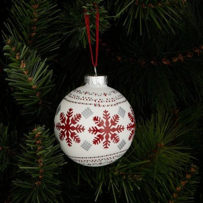 Best Home Decoration Ideas With Snowflakes And Baubles 06