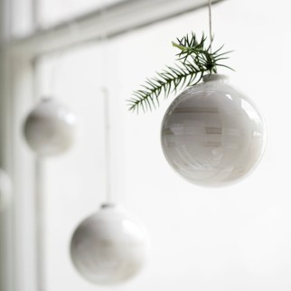 Best Home Decoration Ideas With Snowflakes And Baubles 15