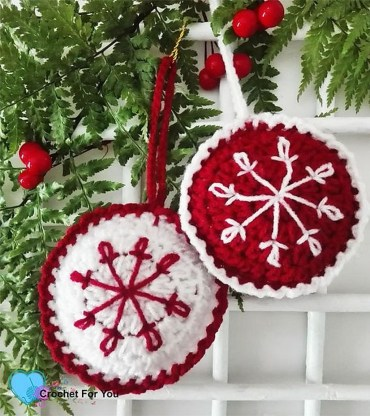 Best Home Decoration Ideas With Snowflakes And Baubles 33