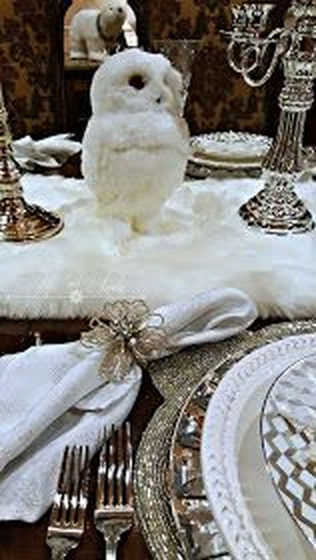 Best Home Decoration Ideas With Snowflakes And Baubles 41