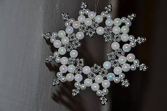 Best Home Decoration Ideas With Snowflakes And Baubles 47