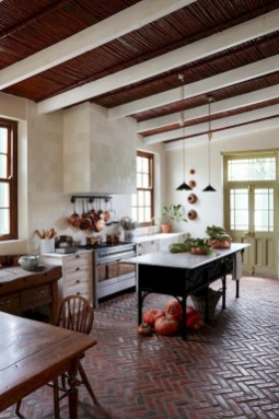 Enchanting Farmhouse Kitchen Decor Ideas To Try Nowaday 06