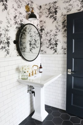 Splendid Small Bathroom Remodel Ideas For You 17