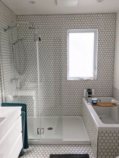 Splendid Small Bathroom Remodel Ideas For You 19