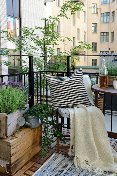 Casual Small Balcony Design Ideas For Spring This Season 15