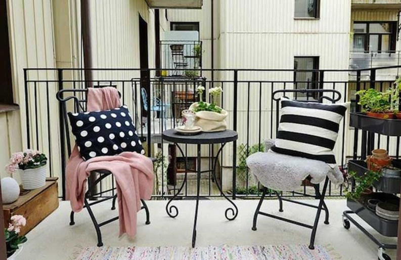 Casual Small Balcony Design Ideas For Spring This Season 36