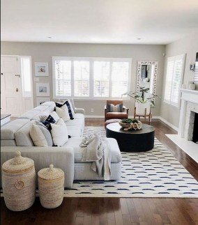 Catchy Farmhouse Decor Ideas For Living Room This Year 26