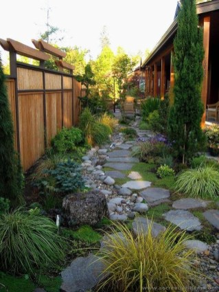 Gorgeous Backyard Landscaping Ideas For Your Dream House 43