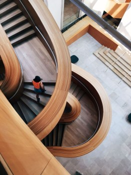 Gorgeous Wooden Staircase Design Ideas For Branching Out 45