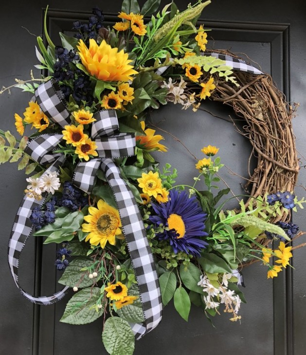 Newest Front Door Wreath Decor Ideas For Summer 55