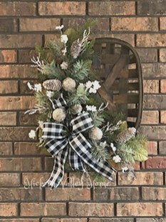 Adorable Front Door Christmas Decoration Ideas That Trend This Year 04