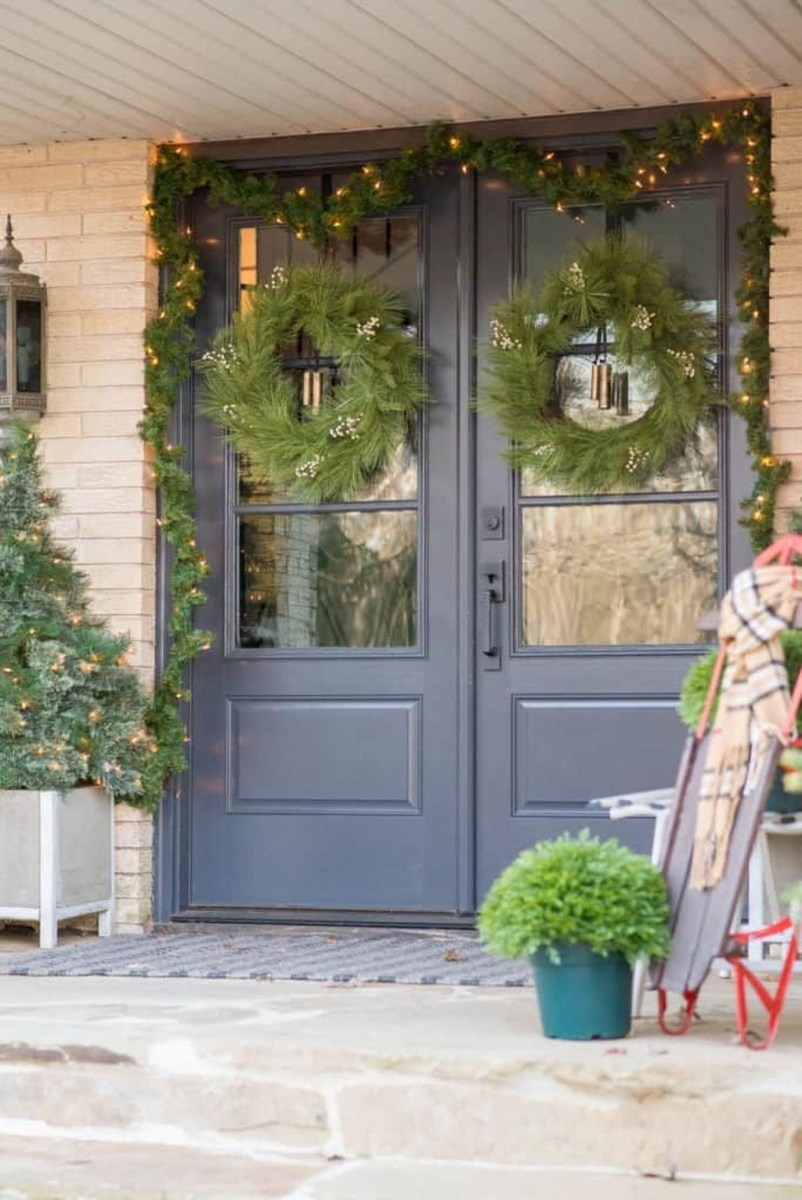 Adorable Front Door Christmas Decoration Ideas That Trend This Year 06