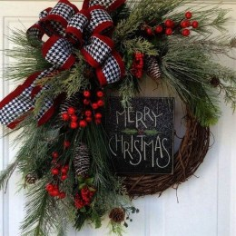 Adorable Front Door Christmas Decoration Ideas That Trend This Year 07