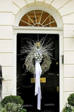 Adorable Front Door Christmas Decoration Ideas That Trend This Year 09