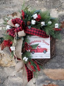 Adorable Front Door Christmas Decoration Ideas That Trend This Year 14