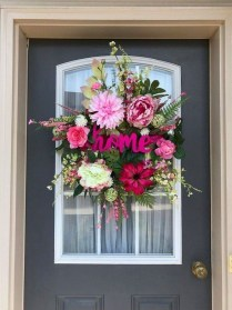 Adorable Front Door Christmas Decoration Ideas That Trend This Year 20