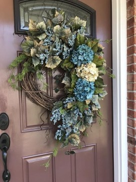 Adorable Front Door Christmas Decoration Ideas That Trend This Year 34