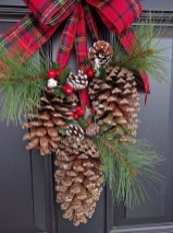 Adorable Front Door Christmas Decoration Ideas That Trend This Year 51