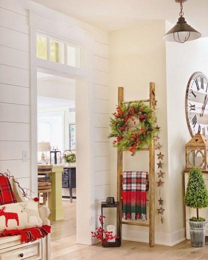 Awesome Christmas Farmhouse Porch Décor Ideas 07