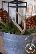 Awesome Christmas Farmhouse Porch Décor Ideas 27