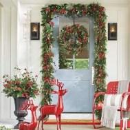 Awesome Christmas Farmhouse Porch Décor Ideas 34