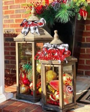 Charming Outdoor Décor Ideas For Christmas To Try 14