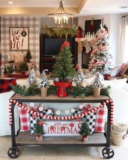 Charming Outdoor Décor Ideas For Christmas To Try 30
