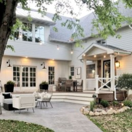 Cute Farmhouse Exterior Design Ideas That Inspire You 04