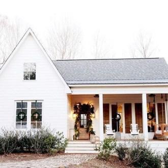 Cute Farmhouse Exterior Design Ideas That Inspire You 33