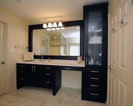 Wonderful Single Vanity Bathroom Design Ideas To Try 05