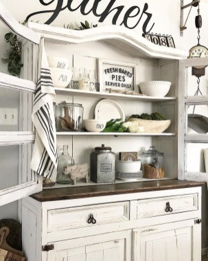 Gorgeous Dining Room Hutch Décor Ideas30