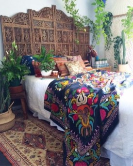 Totally Inspiring Inexpensive Bedroom Décor Ideas34
