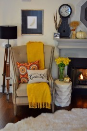 Adorable Fall Home Decor Ideas With Farmhouse Style14