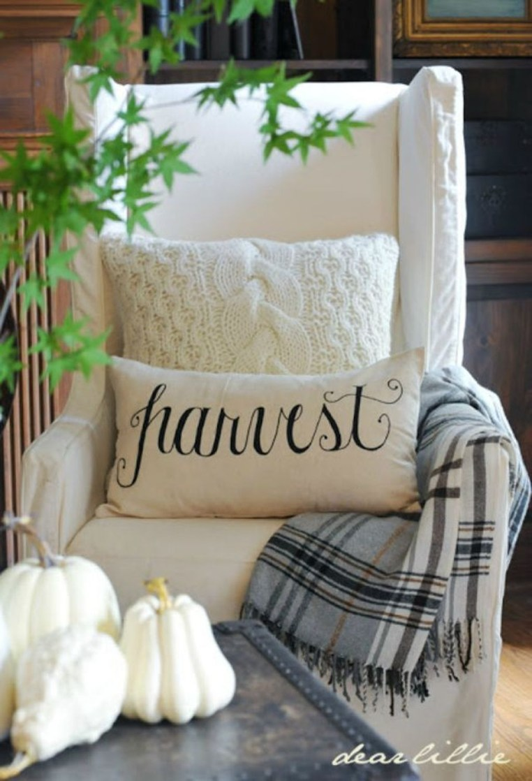 Adorable Fall Home Decor Ideas With Farmhouse Style22